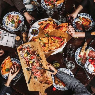 Pizza på Haga bottega, familjemiddag, stort sällskap